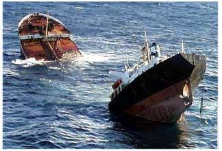 Risultato immagini per immagine dell'italia che affonda