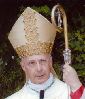 Ladro, pedofilo, bugiardo e corrutore: la chiesa buona si rivolta